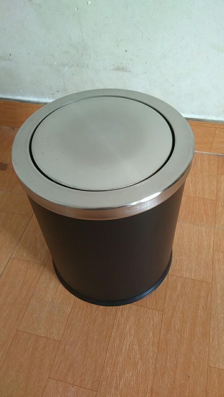 Thùng rác nắp lật đen bodoca KL-52B